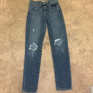 Women's Levi ripped jeans